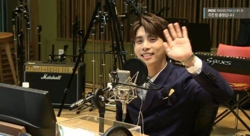 SHINee's Jonghyun Gives Heartwarming Farewell During Last Night As Host Of Radio Show