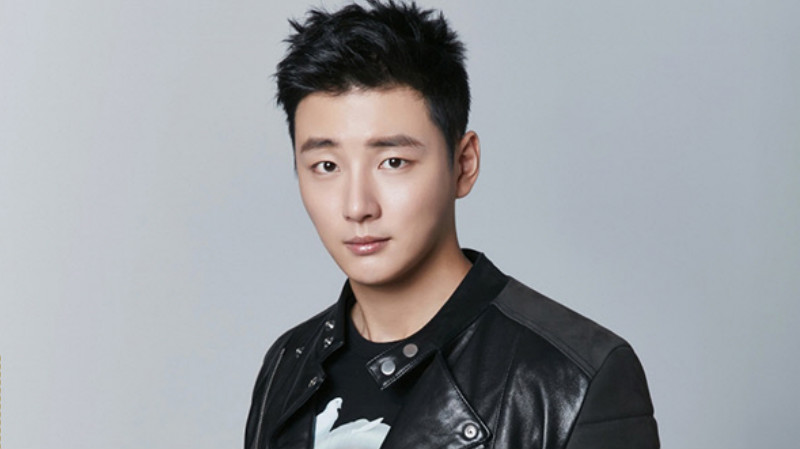 Yoon Shi Yoon Reveals The Secret To His Youthful Appearance, And More