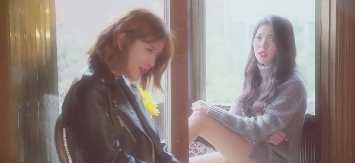 "Watch: Cosmic Girls' Exy And Lovey Release Beautiful Acoustic Mashup Of EXO's ""Lotto"" And BTS's ""Blood, Sweat & Tears"""