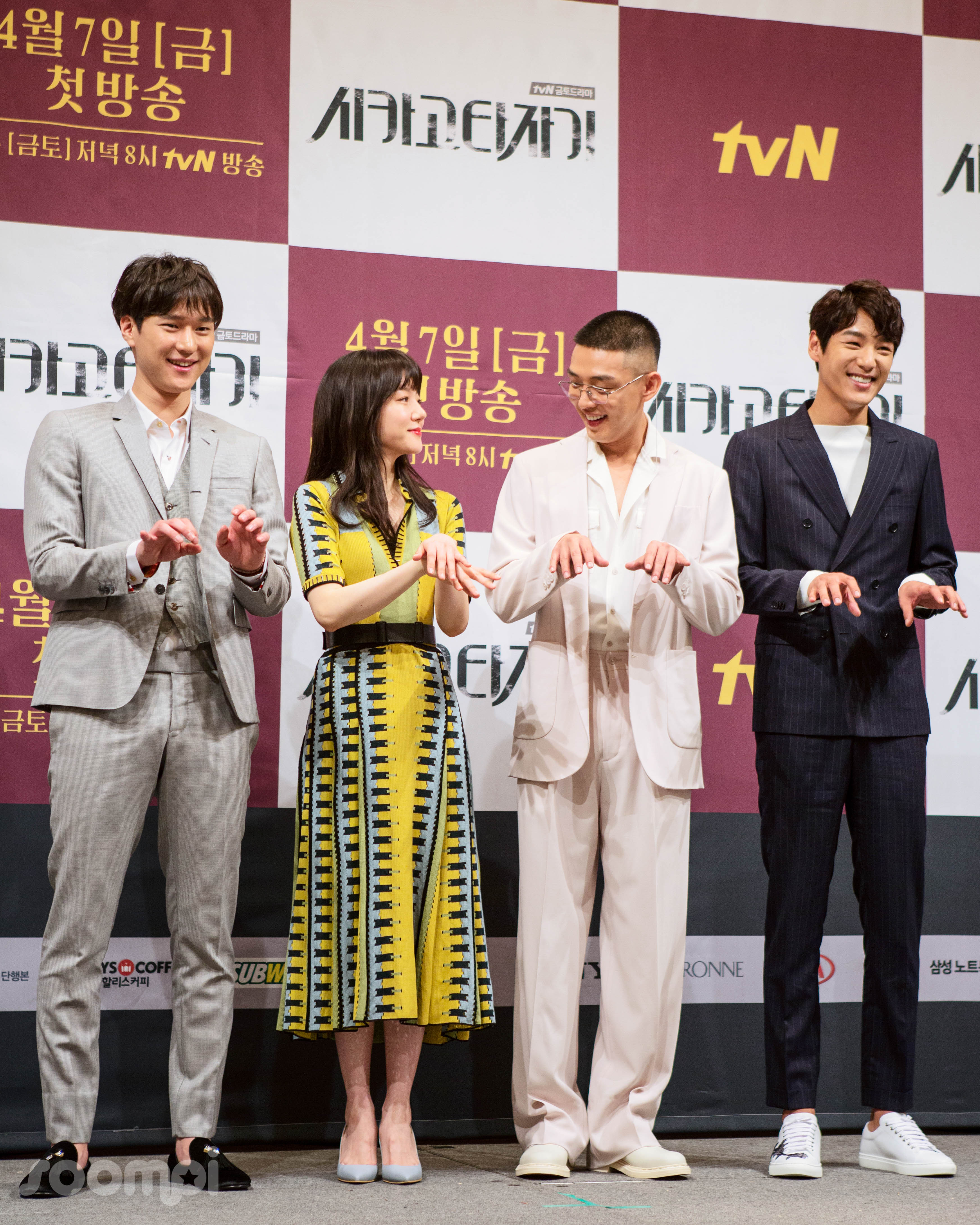 Exclusive Cast Chicago Typewriter Is Full Laughter At