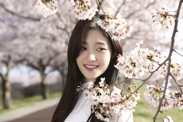"DIA's Jung Chaeyeon Reveals How They Came Up With Pre-Release Track ""Flower, Moon, Alcohol"""