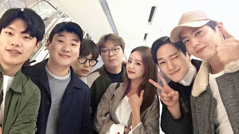 """Reply 1988"" Cast Show Lasting Friendship In Reunion Photo"