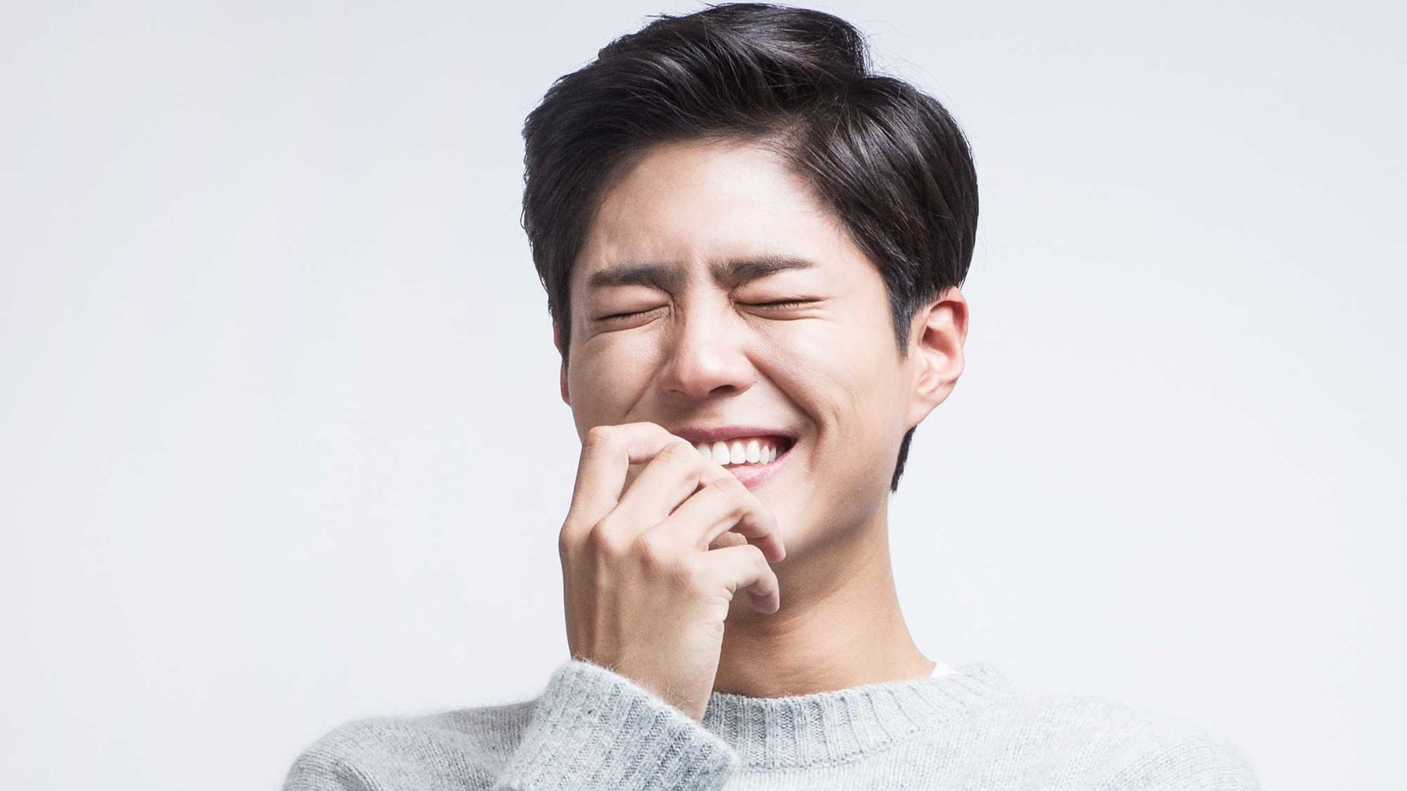 """Park Bo Gum Shows Support For """"Reply"""" Series Actresses' New Movie"""