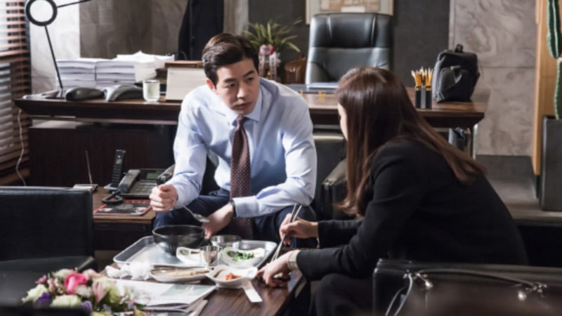"New Stills From ""Whisper"" Show Lee Bo Young And Lee Sang Yoon Looking Closer Than Ever Before"
