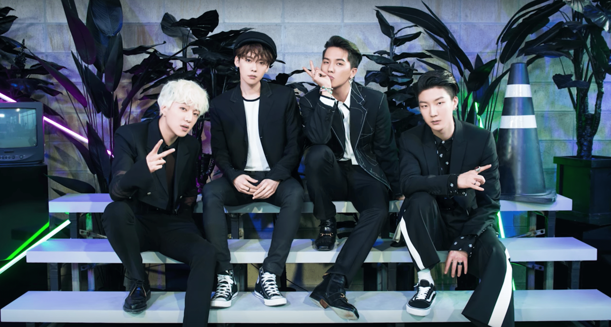"""WINNER Succeeds With """"Really Really""""; Soompi's K-Pop Music Chart 2017, April Week 5"""