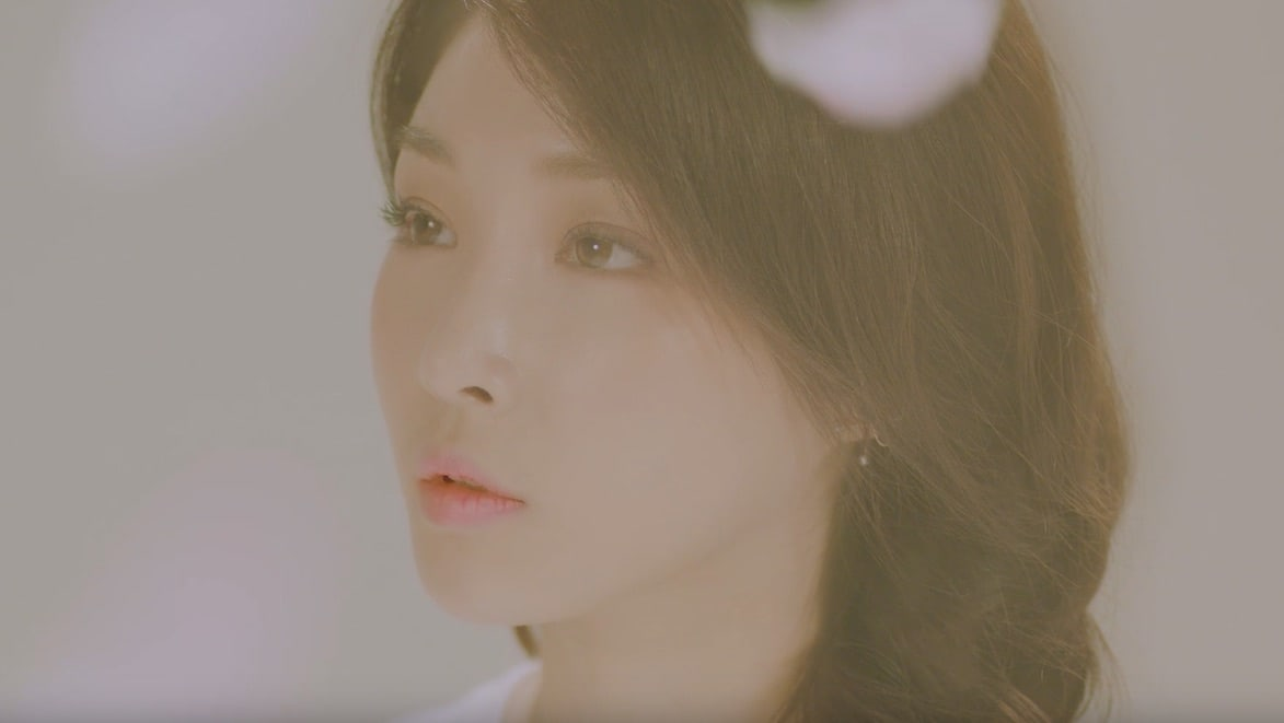 """Watch: Kim Chungha Softly Contemplates The """"Week"""" In New Pre-Release MV"""