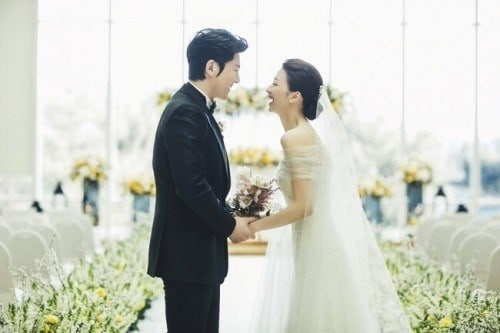 Ryu Soo Young Expresses Happiness About Wife Park Ha Suns Pregnancy