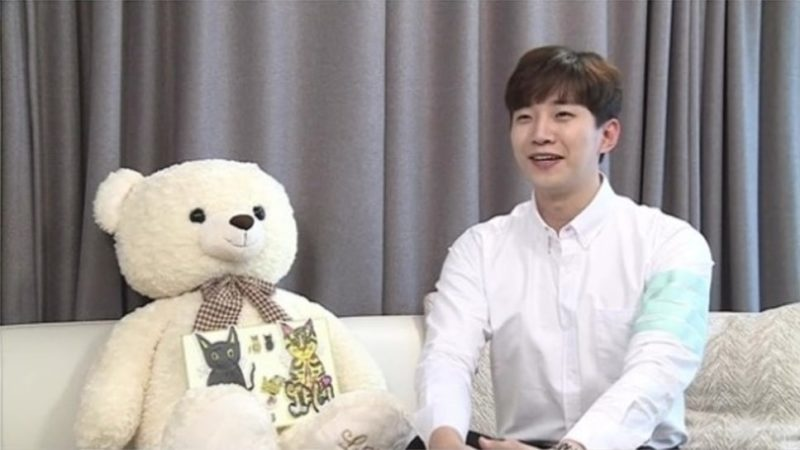 "2PM's Junho Reveals New Home On ""I Live Alone"""