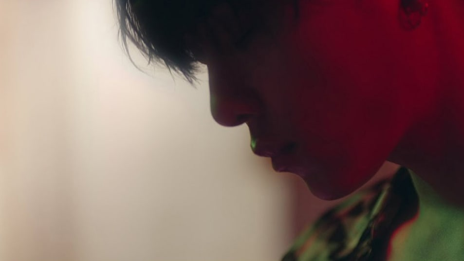 """Watch: Highlight's Yong Junhyung Reminisces About A Love Gone By In """"Wonder If"""" MV"""