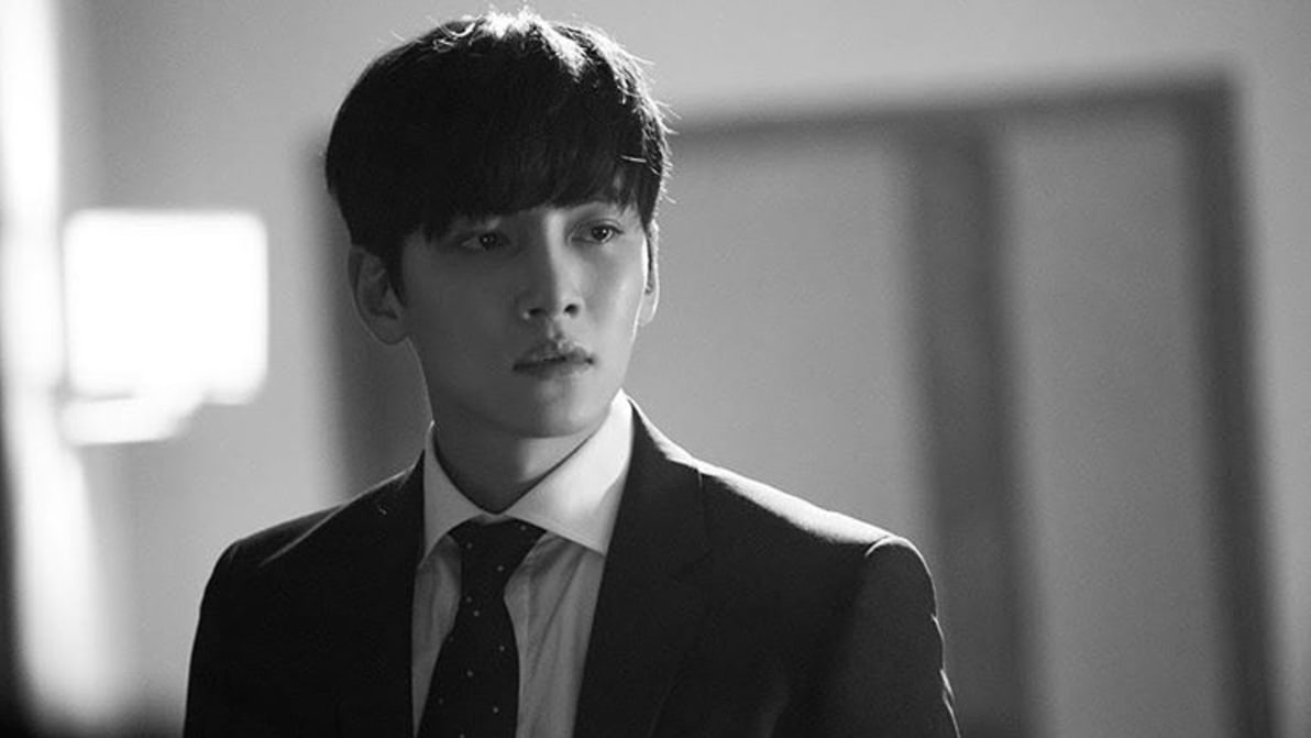 New Stills Hint At Ji Chang Wooks Unexpected Heartbreak In Suspicious Partner