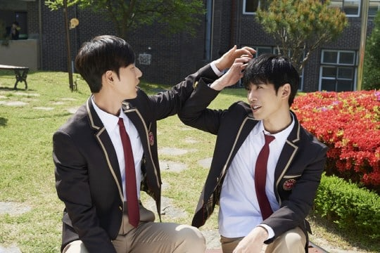 """Park Hae Jin And Park Ki Woong Show Off Their Bromantic Chemistry In """"Cheese In The Trap"""" Movie Stills"""
