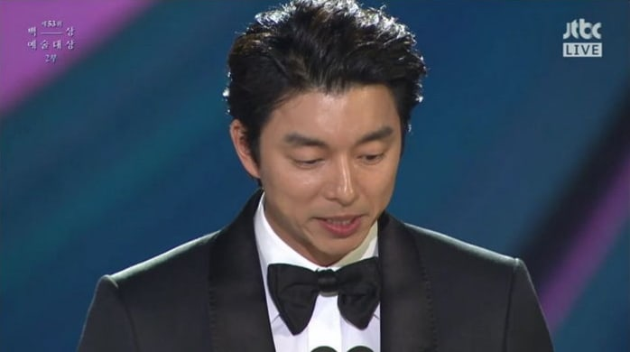 Gong Yoo Tearfully Apologizes To His Mother During His Speech At The 53rd Baeksang Arts Awards