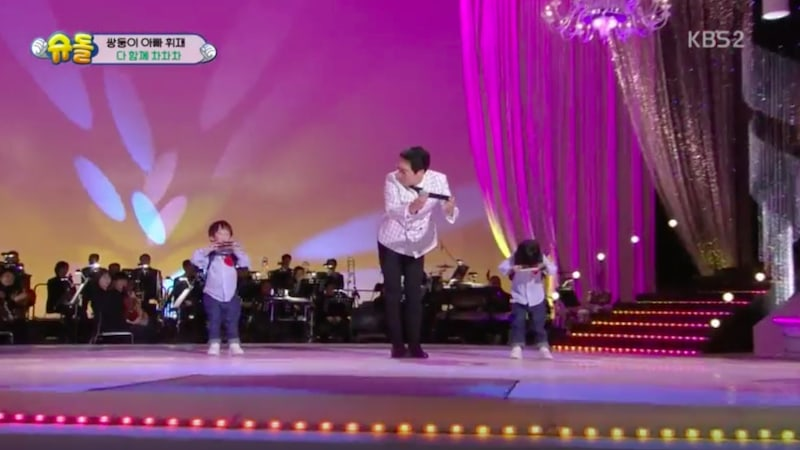 Lee Hwi Jae Brought To Tears When His Father Fails To Recognize His Grandchildren On TV