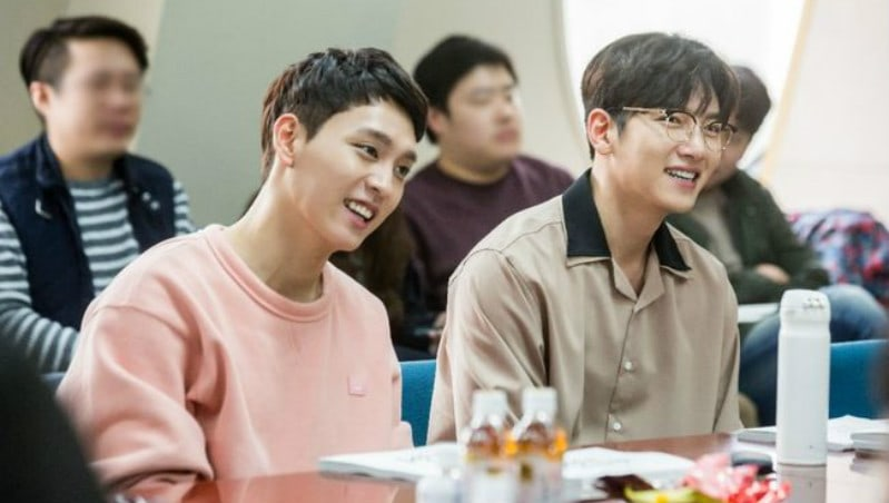 """Choi Tae Joon Teases An Intense One-Sided Bromance With Ji Chang Wook On """"Suspicious Partner"""""""