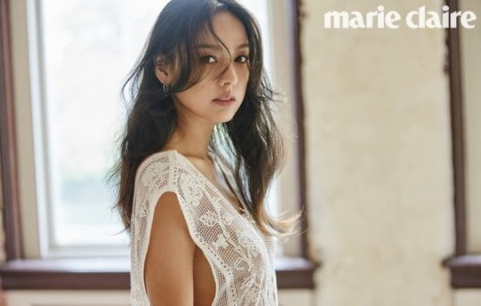 Lee Hyori's Charms As A Sexy Diva Remain Strong In New Pictorial