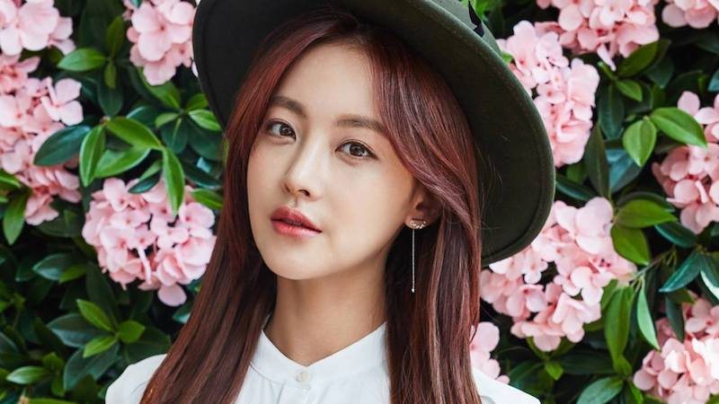 """Cheese In The Trap"" Film Shares Stills Of Oh Yeon Seo As Female Lead"