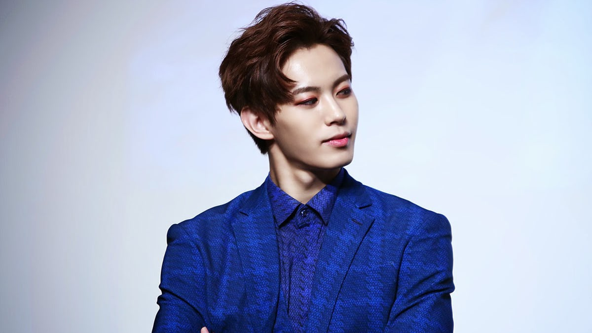 VIXXs Hongbin Talks About Why He Feels Jealous When He Sees His Friends Social Media Posts