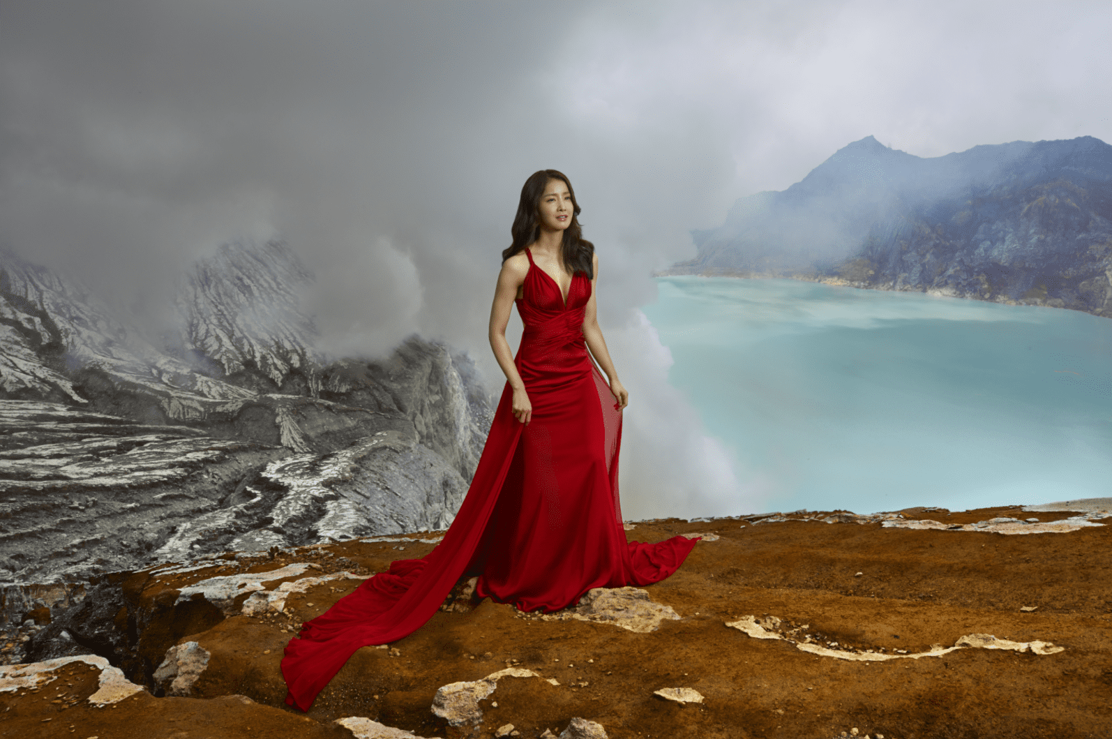 Lee Si Young Braves The Wild And Puts Her Skin To The Test In New Beauty Campaign
