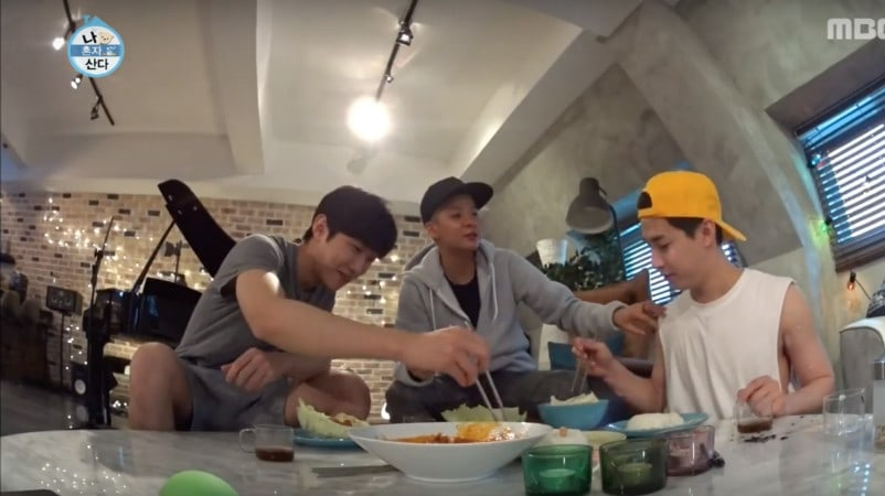 f(x)s Amber Finally Comes Over To Henrys House On I Live Alone