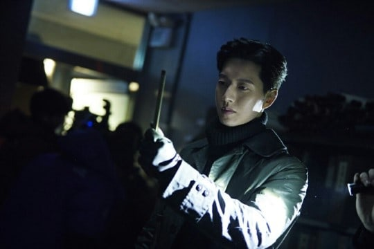 """Man To Man"" Offers A Glimpse Behind The Scenes With New Park Hae Jin Stills"