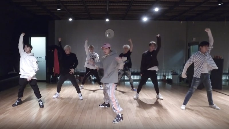 """Watch: iKON Jams Out To """"B-DAY"""" In Energetic Dance Practice Video"""