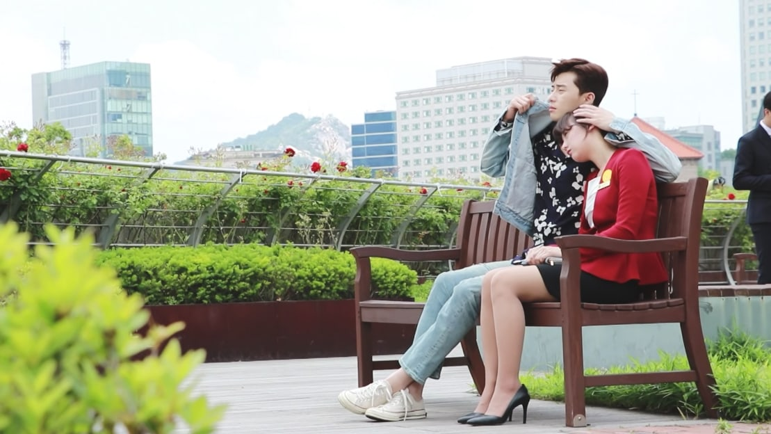 Watch: Park Seo Joon Is Swoon-Worthy In Behind-The-Scenes Video With Kim Ji Won