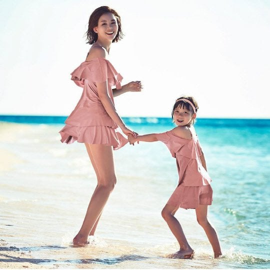 Choo Sarang And Her Family Are All Smiles In Summery Photo Shoot By The Beach