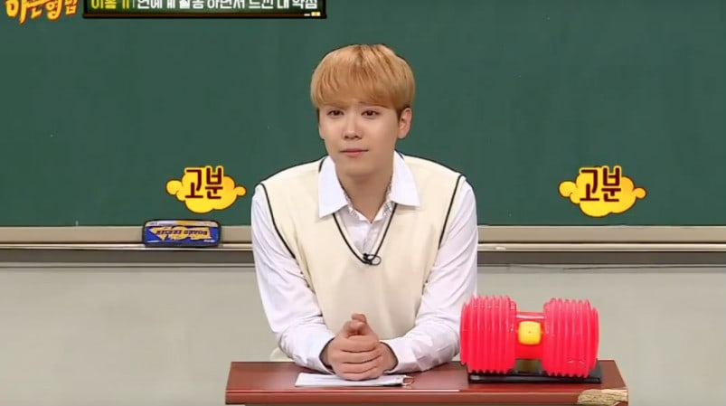"""Lee Hong Ki Shares What He Dislikes About His Voice + Kim Heechul Makes Fun Of His Singing On """"Ask Us Anything"""""""