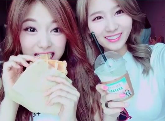 Tzuyu And Sana Reveal Where They Want To Go Most With Fellow TWICE Members In The Summer