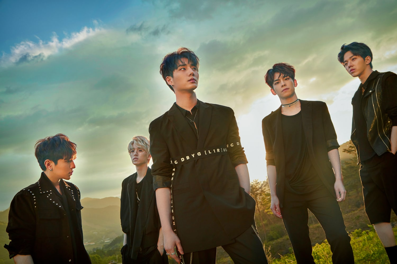 DAY6 Tops International iTunes Charts And Announces 2017 Tour Dates Overseas