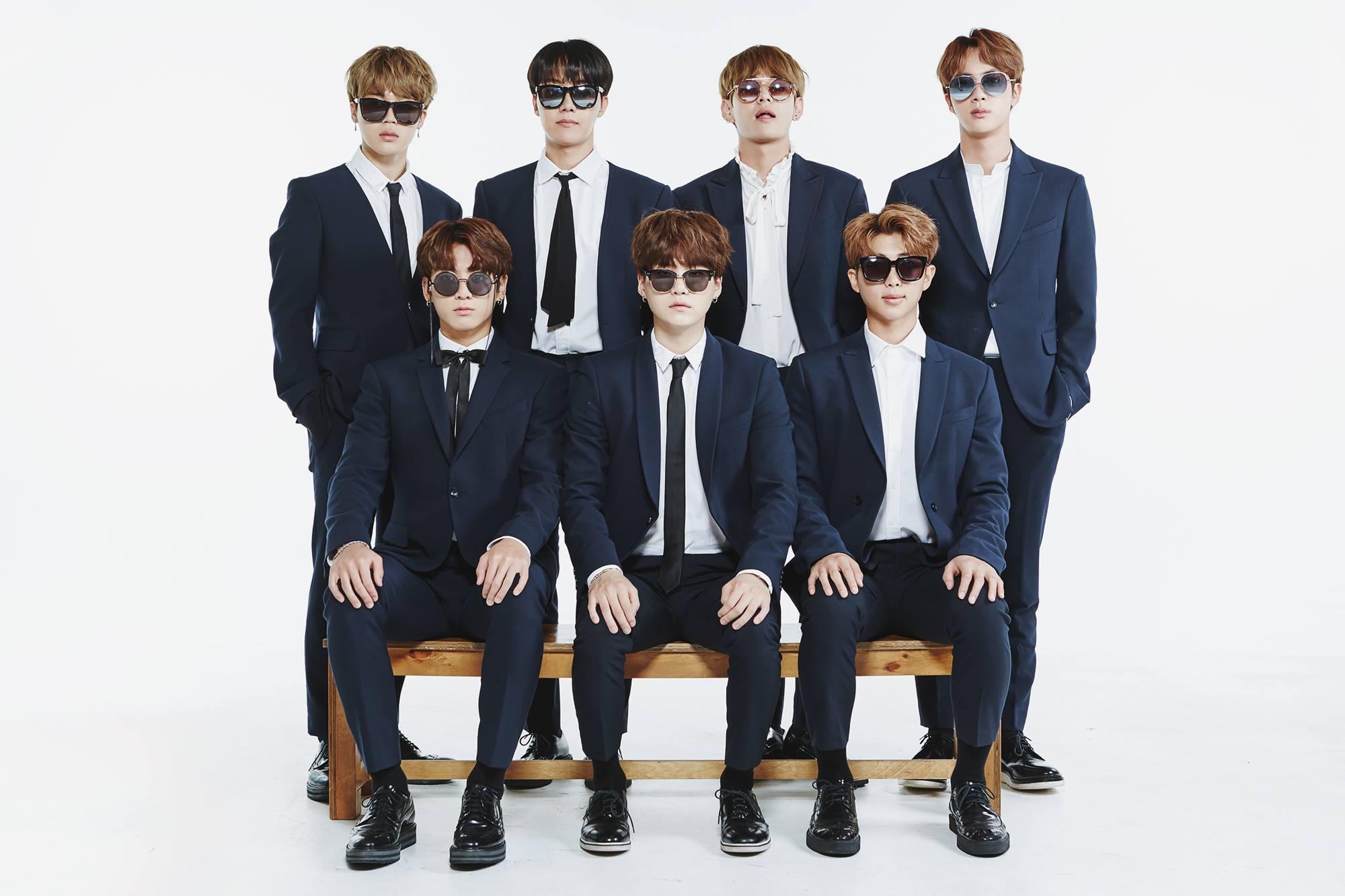 Les bts d voilent d amusantes photos de famille k gen for Best group pictures