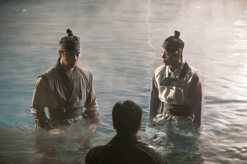 "Yeon Woo Jin Talks About Filming Underwater With 2PM's Chansung For ""Queen For 7 Days"""