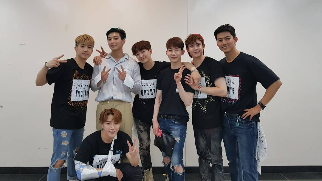2AM Looks Back On Their Trainee Days With Backstage Photos At 2PM's Concert