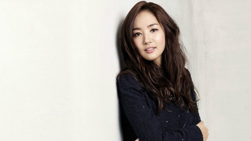 """Park Min Young Thinks She Looks Better Dressed As A Man In """"Queen For 7 Days"""""""