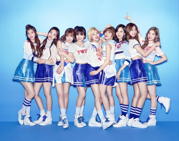 "TWICE's Japanese Ver. Of ""SIGNAL"" Receives Positive Chart Response Immediately After Release"