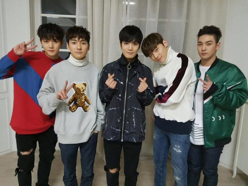 """NU'EST's """"Hello"""" Makes Impressive Climb Back Up To Top Of Music Charts"""