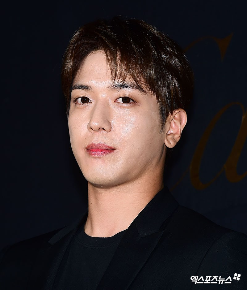 CNBLUEs Jung Yong Hwa Confirms Solo Comeback