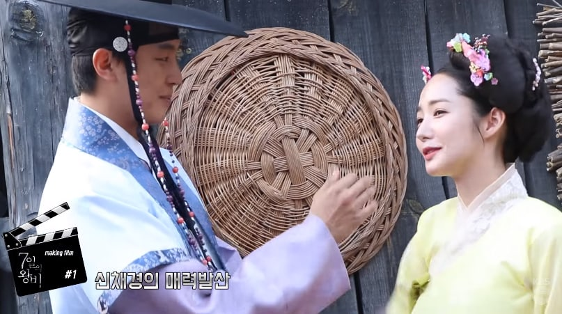 """Watch: Park Min Young And Yeon Woo Jin Share Laughs And Chemistry In """"Queen for 7 Days"""" Behind-The-Scenes Clip"""