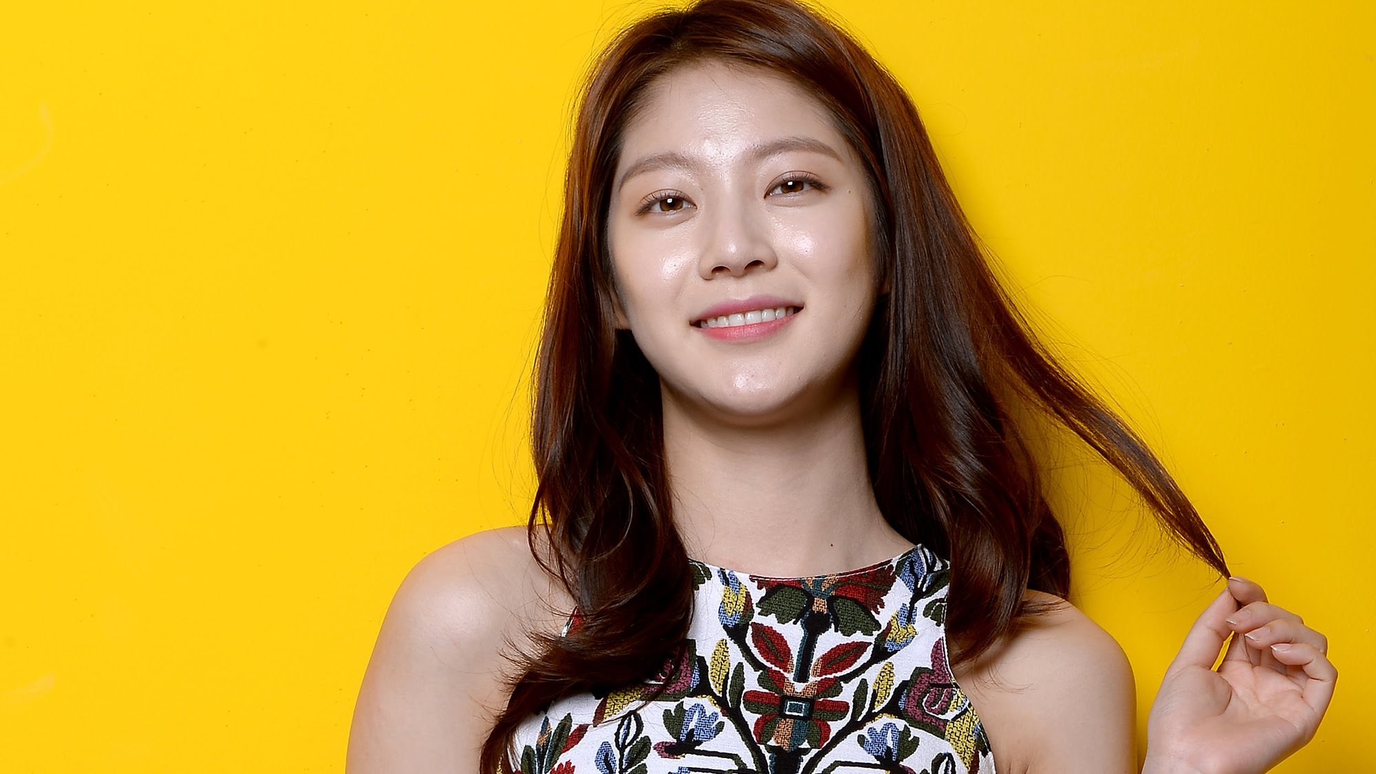 Gong Seung Yeon Shares Cute Photo Of Her Family Including TWICEs Jungyeon Watching Circle