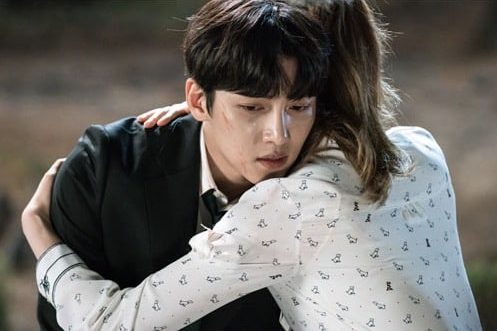 """""""Suspicious Partner"""" Releases New Stills Of Nam Ji Hyun Consoling A Devastated Ji Chang Wook"""