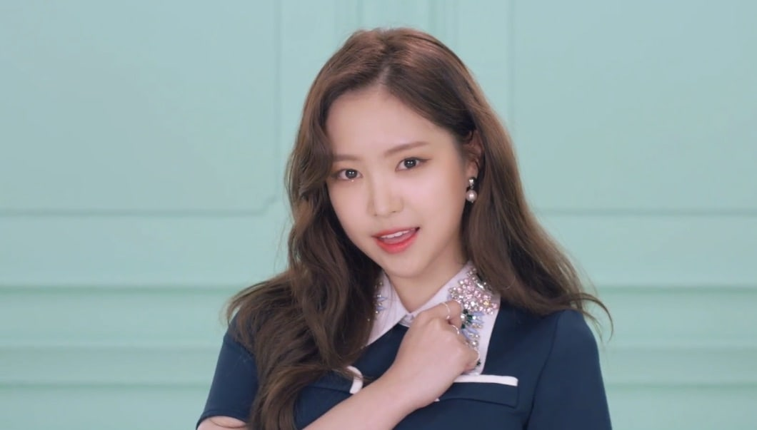 """Update: Apink's Naeun Is Mesmerizing In New Teasers For """"Pink UP"""""""