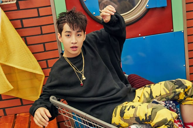 Super Juniors Henry Explains Why He Video Calls His Friends When Hes In The Bathroom