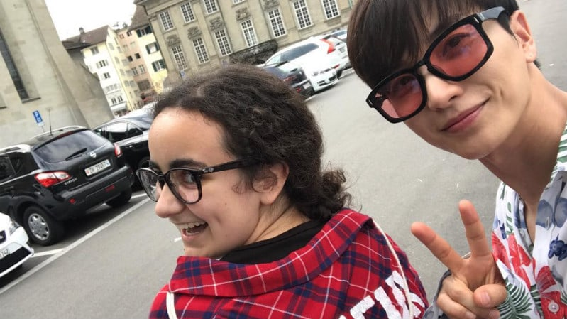 Super Junior's Leeteuk Runs Into A Lucky Fan On The Streets Of Switzerland
