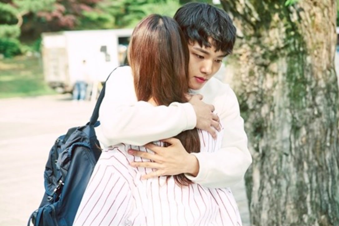 "Yeo Jin Goo And Gong Seung Yeon Share A Hug For A Change In Atmosphere In ""Circle"" Preview Stills"