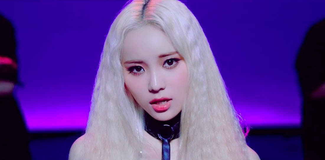 "Watch: LOONA Introduces Member JinSoul Through ""Singing In The Rain"" MV"