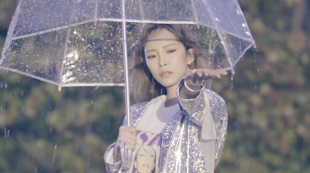 """Heize Tops Charts With """"Don't Know You"""" And Releases 2nd MV For New Mini Album"""