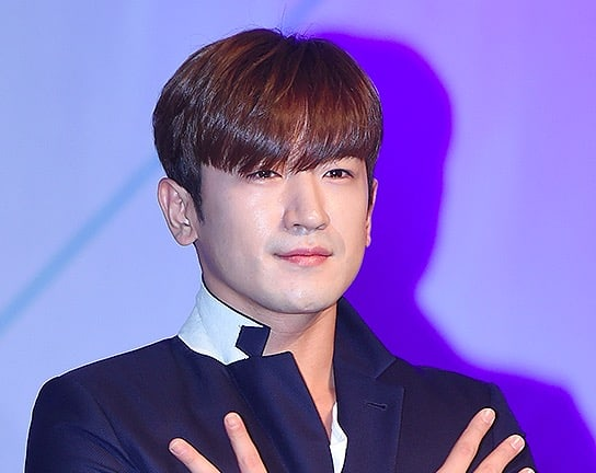 Shinhwa's Lee Min Woo Hospitalized With Minor Injuries After Motor Vehicle Accident