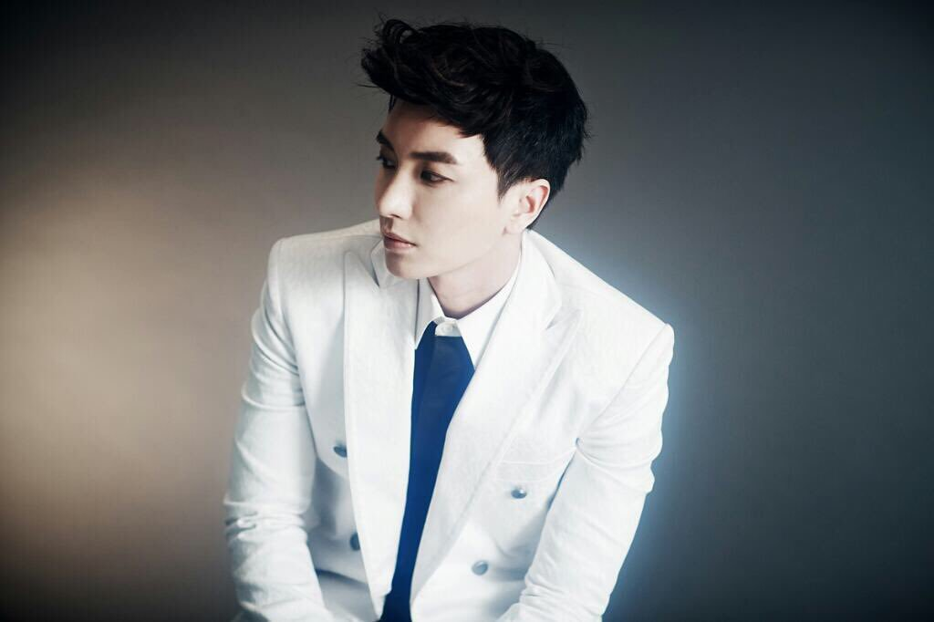 Super Junior's Leeteuk Updates Fans After Switzerland Robbery Incident
