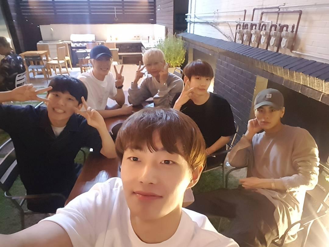 """Produce 101 Season 2"" Fan-Imagined Group JBJ Members Share Photo From Reunion"