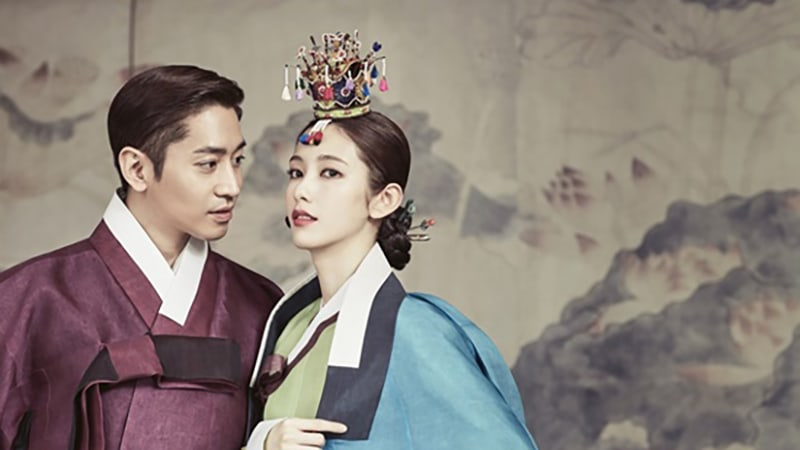 Shinhwa's Eric And Actress Na Hye Mi Tie The Knot And Release Photos From Their Wedding Photo Shoot